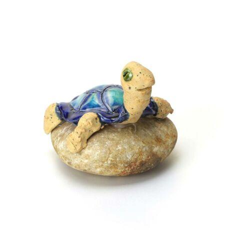 Kövön ülő teknős