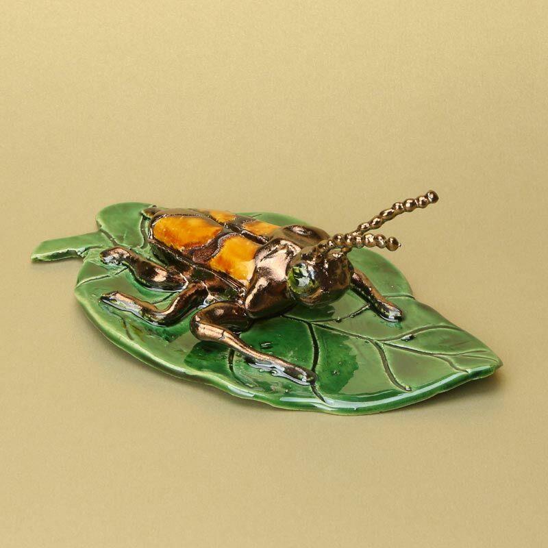 Levélen sárga bogár