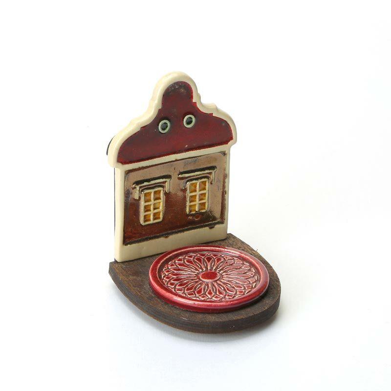 Kerámia mécsestartó arany-piros házikó