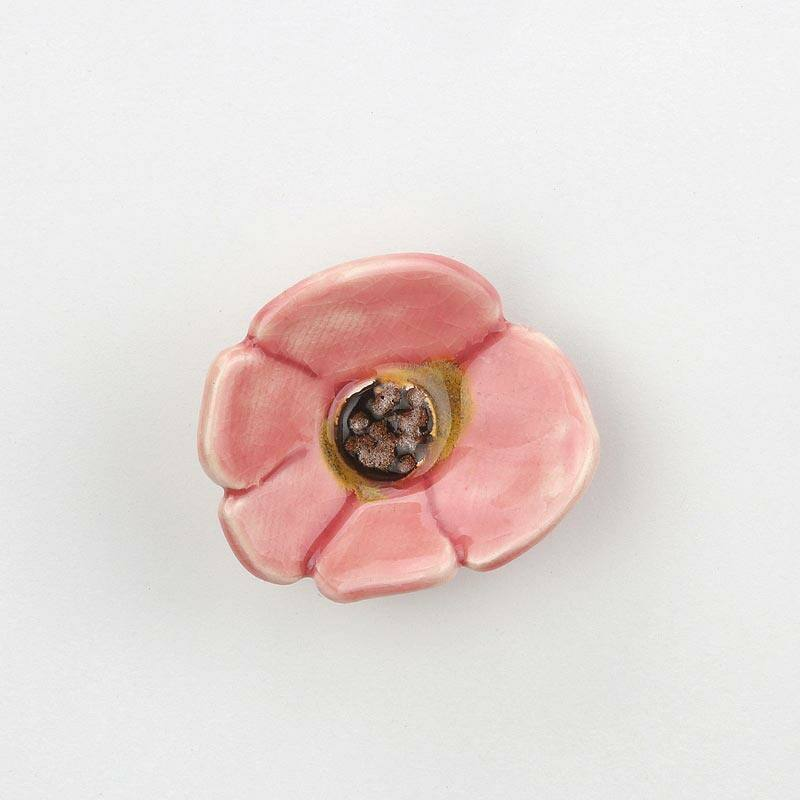 Rózsaszín kerámia vadrózsa virág