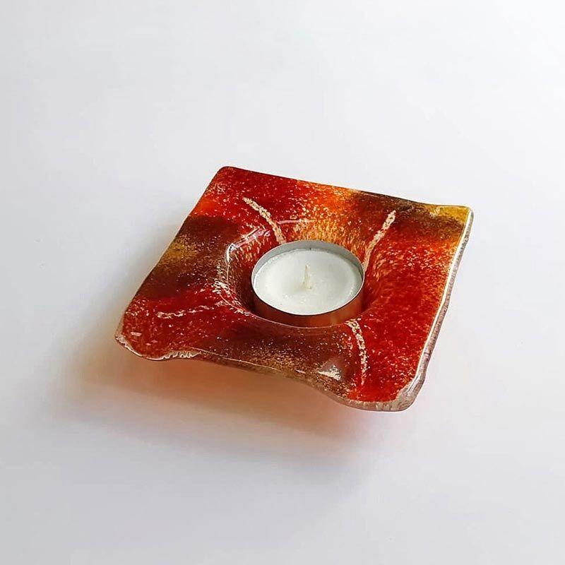 Piros szögletes üveg mécsestartó
